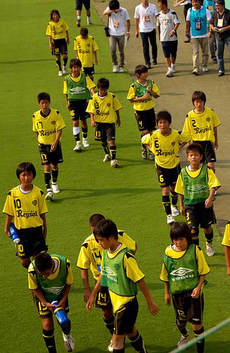 この画像は、サイトの記事「小学生 少年サッカー 『柏レイソルU-12』 おすすめ YouTubeスポーツ視聴無料動画 まとめてご紹介!」のイメージ写真画像として利用しています。